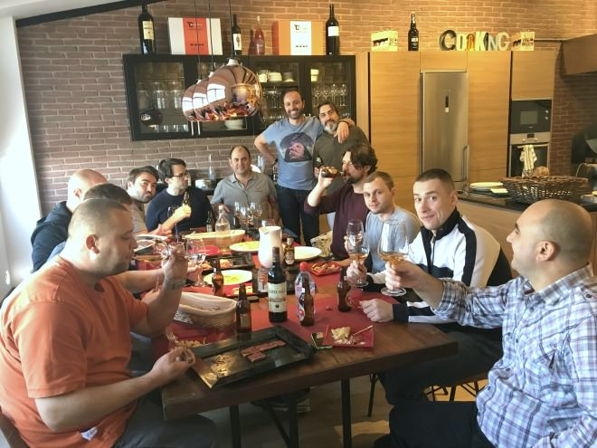 chefs-comiendo-discarlux-planeta-en-conserva